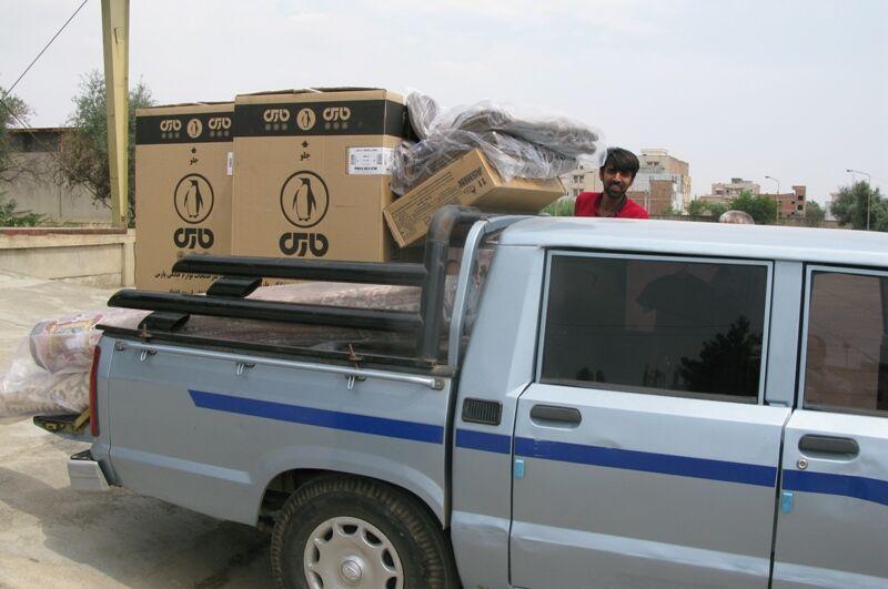 توزیع لوازم خانگی در بین سیل زدگان