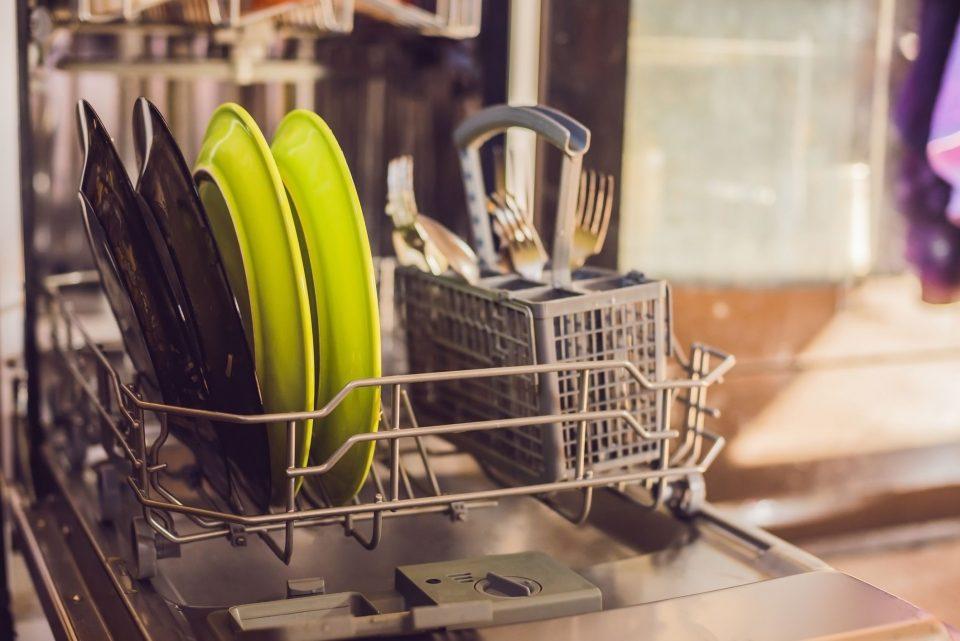 وسایلی که نباید با ماشین ظرفشویی شست