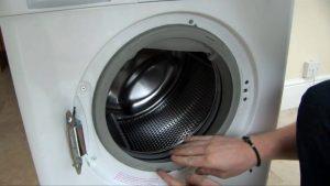 کپک زدن لاستیک درب ماشین لباسشویی از جمله مواردی است که علاوه بر ایجاد ظاهر بد، برای سلامتی نیز مضر است و به همین دلیل در ادامه قصد داریم تا راه هایی برای نحوه تمیز کردن لاستیک درب ماشین لباسشویی ارائه دهیم.