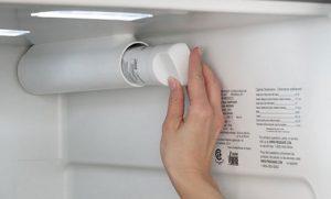 تعویض فیلتر تصفیه آب یخچال